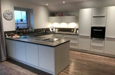 Wohnküche, TV-Teil und Kommode in Westerwiehe