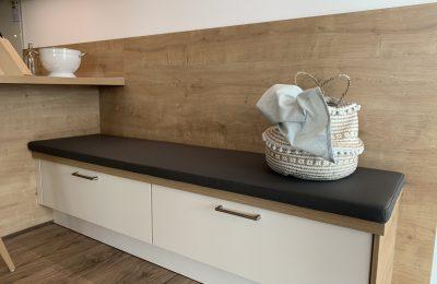 Stuhl, Barhocker, Bank – verschiedene Sitzmöglichkeiten schaffen Wohnlichkeit in ihrer Küche